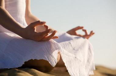 Yoga. Una puerta hacia la felicidad. 4 maneras de alcanzarla